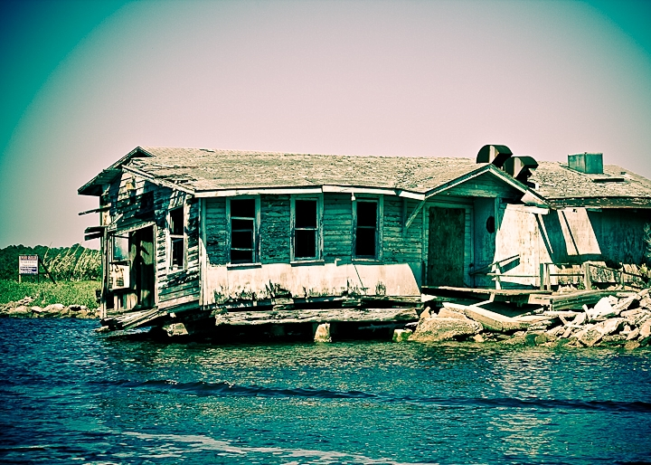 An abandoned house on the intracoastal in Jacksonville, Florida.  The house looked like it had been abandoned for quite some time.
